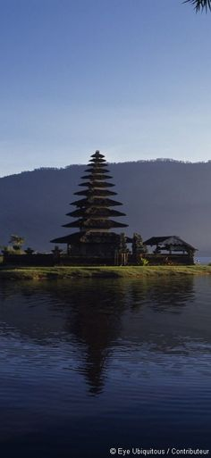 Le temple d'Ulun Danau Bratan constitue une visite incontournable de Bali puisqu'il est considéré comme l'un des plus beaux de l'île !