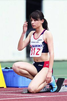 永野真莉子 Famous Sports, Athletic Events, Beautiful Athletes, Athletic Girls, Poses References, Dynamic Poses, Body Poses, Sporty Girls, Sports Stars