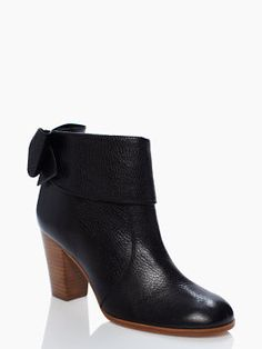 the little bow on the back is lovely! : LANISE boots