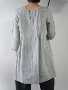 Linen loom, long loose shape, 3/4 sleeves, asymetrical detailing, light gray color. Perfect tunic.
