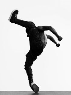 Dancer from Memphis. He has worked with Madonna, Cirque du Soleil, So You Think You Can Dance, and Versace. Body Reference, Anatomy Reference, Tango, Breakdance, Les Twins, Poses References, Dance Movement, Dynamic Poses, Street Dance