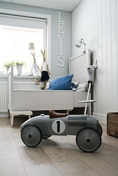 A simple and retro kid's room. Baby Decor, Kids Decor, Kids Bedroom, Bedroom Decor, Deco Kids, Vintage Room, Vintage Kids, Retro Vintage, Kid Spaces