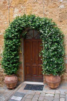 by Duili Nicli, via fotocomunity. Side Garden, Garden Art, Garden Design, House Entrance, Entrance Ways, Door Arbor, Backyard Shade, Outdoor Play Spaces, Door Design Interior