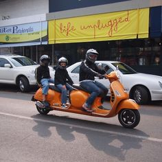 Now that's a real classic Limo! I can bring my whole pet for a ride. Scooters Vespa, Piaggio Vespa, Lambretta Scooter, Motor Scooters, Classic Vespa, Moto Bike, Custom Bikes, Cool Bikes, Quad
