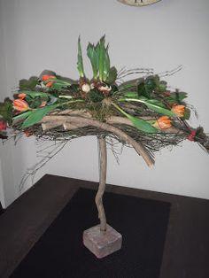 Opdracht Groei en Bloei Epe :   Een zwevend bloemstuk   Dit is het wat ik er van gemaakt heb.