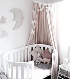 8 Recommended Crib Canopy Decorations For Lovely Nursery Room # Moon Nursery, Star Nursery, Nursery Room, Nursery Decor, Girl Nursery, Baby Nursery Themes, Baby Bedroom, Girls Bedroom, Room Baby