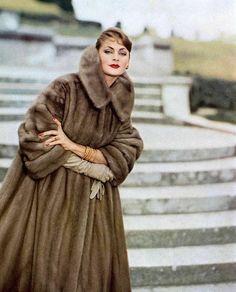 Nadire Atas on Women's Designer Fur Coats & Jackets Ghislaine Arsac in Autumn Haze EMBA mink coat by Maurice Kotler, photo by Guy Arsac, 1957 Fur Fashion, 1950s Fashion, Vintage Fashion, Fur Vintage, Look Retro, Fabulous Furs, Vogue, European Fashion, Glamour