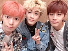 Taeil omg... and Mark faces is so cute. Doyoung still