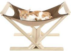 Deja que tu gato se relaje y se eche la siesta prrrrfecta en esta hamaca. | 27 maravillosos regalos de navidad con los que obsequiar a tu gato