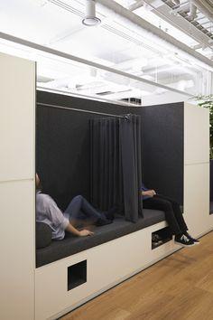 삼성동 소재 외국계 회사 – STUDIOVASE Office Space Design, Modern Office Design, Office Lounge, Open Office, Studio Interior, Room Interior Design, Sleeping Pods, Office Workstations, Function Room