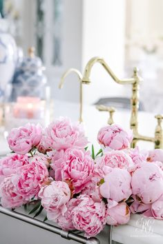 pink peonies in stainless steel sink brass faucet Retro Home Decor, Cheap Home Decor, Pink Peonies, Yellow Roses, Pink Roses, Pink Aesthetic, E Design, Design Ideas, Interior Design