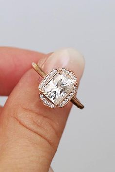 Check this morganite unique engagement ring set from Camellia Jewelry. Scrupulously handmade in fine detail, it is a unique two tone gold ring set that will show her how much you care without breaking the bank. The engagement ring features an half eternit Morganite Engagement, Rose Gold Engagement Ring, Engagement Ring Settings, Diamond Wedding Bands, Oval Engagement, Vintage Emerald Engagement Rings, Topas, Classic Engagement Rings, Ring Verlobung