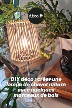 Saviez-vous qu'avec seulement quelques morceaux de bois, vous avez la possibilité d'offrir une seconde vie à une lampe de chevet désuète ! Découvrez ce DIY déco très inspirant, il vous dévoile une technique pour moderniser un luminaire avec abat-jour facilement et rapidement. Une idée déco plutôt écolo ! Decoration, Origami, Wood Pieces, Bed Reading Light, Diy Room Decor, Creative Crafts, Light Fixture, Decor, Origami Paper