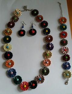 Ontwerp van Eugenie Kalverla. Allemaal gekleurde bloemen. Ketting armband en oorbellen