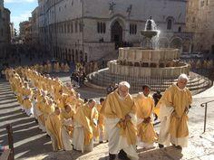 Perugia: le celebrazioni del Triduo pasquale presiedute dal cardinale arcivescovo Gualtiero Bassetti nella cattedrale di San Lorenzo precedute dalla Messa crismale del Mercoledì Santo
