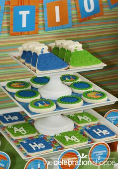 Science party: Already had plans for the beaker cookies, but those element cookies on the bottom...?  Heck, yes!