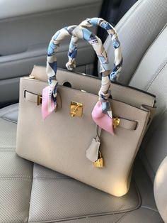 Pretty 😍 Hermes Birkin with Twilly Hermes Bags, Hermes Handbags, Fashion Handbags, Purses And Handbags, Fashion Bags, Replica Handbags, Hermes Birkin Bag, Hermes Wallet, Hermes Kelly Bag