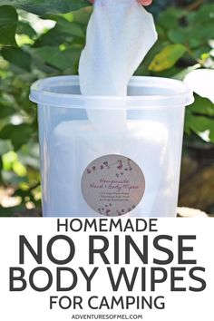 How to make DIY no rinse body wipes for cleansing head to toe while camping. All you need are paper towels, body wash, and two very popular essential oils. hacks videos Homemade No Rinse Body Wipes for Camping Diy Camping, Camping Hacks With Kids, Zelt Camping, Camping Snacks, Camping Desserts, Camping Glamping, Camping And Hiking, Family Camping, Outdoor Camping