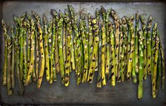 There's nothing easier than grilled vegetables in the summertime, and these recipes are the best of the best. Along with summer staples like burgers and hot dogs, fire up the grill for these seasonal vegetable recipes. Grilled Fruit, Grilled Asparagus, Asparagus Recipe, Grilled Vegetables, Grilled Meat, Tahini, What To Grill, Grilled Vegetable Recipes, Valeur Nutritive