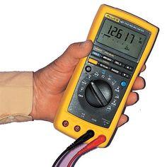 Pour détecter un courant et le mesurer ou pour tester le fonctionnement d'un appareil, on se sert d'un multimètre. Guide d'utilisation.
