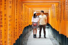 Casual Engagement Photoshoot Session in Kyoto – Japan. Tokyo Japan Travel, Kyoto Japan, Japan Japan, Sushi Japan, Japan Trip, Okinawa Japan, Couple Photoshoot Poses, Couple Posing, Wedding Photoshoot