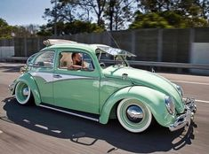 Two of the coolest Volkswagen Beetles in Australia! How to get your VW bug down nice and low and still cruise with impunity Auto Volkswagen, Volkswagen Karmann Ghia, Vw T1, Coccinelle Volkswagen Vintage, Vw Buzz, Fusca Cross, Mini Van, Vw Accessories, Vw Super Beetle