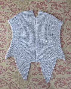 Sjalsvest - Strik og broderi - garn, kits og designs i Sommerfuglen Hairpin Lace Crochet, Knit Crochet, Knitting Stitches, Knitting Patterns, Crochet Purses, Knit Vest, Knitting Projects, Stitch Patterns, Ruffle Blouse