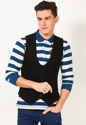 Exuding a hint of charming elegance, this black coloured waistcoat from Wrangler is for the suave man. A perfect pick for semi-formal and formal scenarios, it is exquisitely tailored from denim fabric in slim fit for superb comfort.