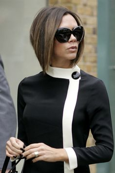 The Most Iconic Hairstyles Of All Time : Victoria Beckham - Black Haircut Styles Victoria Beckham Short Hair, David Et Victoria Beckham, Style Victoria Beckham, Victoria And David, Victoria Beckham Hairstyles, David Beckham, Victoria Beckham Makeup, Celebrity Hairstyles, Trendy Hairstyles
