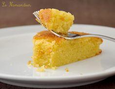 Aujourd'hui de la douceur, rien que de la douceur avec ce délicieux gâteau. Plus besoin de le présenter: il a fait le tour des blogs de cuisine, je dirais juste qu'il est à la fois fondant et moelleux, avec un goût d'amandes bien prononcé... Tiède, c'est...
