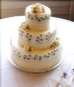 This beautiful and delicate Irish Shamrock Wedding Cake looks like Belleek china. Pretty Cakes, Beautiful Cakes, Amazing Cakes, Themed Wedding Cakes, Themed Cakes, Irish Wedding Cakes, Cake Wedding, Irish Cake, Wedding Cake Designs
