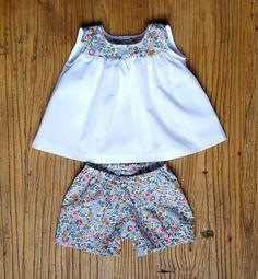 Short / Bloomer Fille en Liberty Betsy Porcelaine : Mode Bébé par jardin-des-opalines