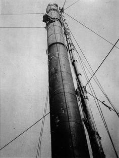 Cheminea da primitiva fábrica de Bueu | Chimney of the old factory in Bueu, ca. 1925