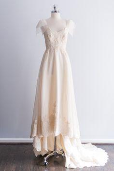 1980's Cream Alencon Lace and Organza Gown - XS/S