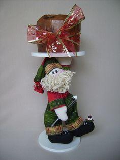 Peça pronta ou apostila  Papai Noel em tecido 100% algodão e peça em mdf R$ 140,00