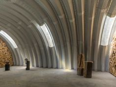 Minneapolis-based architecture firm Kara Hill Studio created an award-winning Quonset Hut using locally sourced materials. Pole Barn Homes, Pole Barns, Quonset Hut Homes, Different House Styles, Arched Cabin, Arch House, Studio Interior, Cabins And Cottages, Steel Buildings