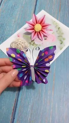 Origami Butterfly Easy, Instruções Origami, Butterfly Crafts, Flower Crafts, Simple Origami, Oragami, Origami Flowers, Paper Flowers Craft, Paper Crafts Origami