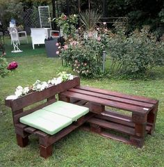 New wooden pallet furniture outdoor crafts ideas Backyard Pallet Furniture, Pallet Garden Benches, Pallet Garden Furniture, Bench Furniture, Furniture Ideas, Pallet Chair, Furniture Design, Outdoor Furniture, Pallet Crafts