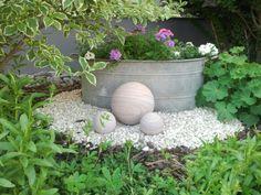 akzente mit kies im vorgarten einsetzen Ferns Garden, Balcony Garden, Garden Mum, Garden Pots, Little Gardens, Small Gardens, Outdoor Gardens, Garden Planning, Patios
