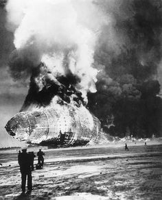 The HINDENBURG Zeppelin going up in flames by the back and the top on May upon its crossing from its departure at the air base of Lakehurst, New Jersey. Zeppelin, Panama Red, Old Pictures, Old Photos, Sequence Of Events, Le Far West, Interesting History, Pics Art, World History