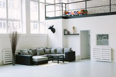 Photo Studio, Couch, Workplace, Interior, Spaces, Furniture, Home Decor, Settee, Decoration Home