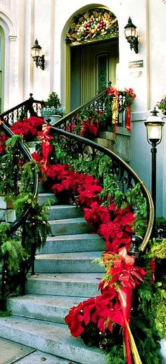 Love This Decoration For The Staircase.!