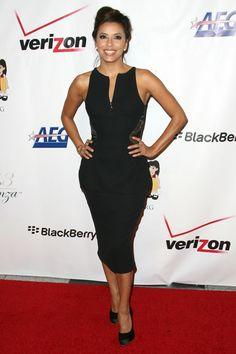 EVA LONGORIA  Luciendo este interesante vestido negro de la colección Primavera 2013 de Pamella Roland llegó Eva Longoria a la entrega númer...
