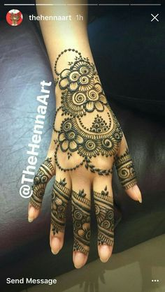 like the dotted circle pyramid inside neg circle, also chains & finger details. Mehndi Designs For Girls, Mehndi Designs 2018, Stylish Mehndi Designs, Mehndi Designs For Fingers, Mehndi Design Pictures, Beautiful Mehndi Design, Simple Mehndi Designs, Bridal Mehndi Designs, Henna Tattoo Designs