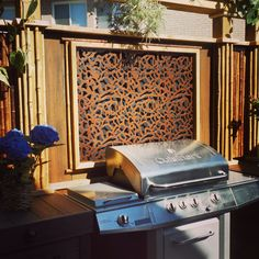 BBQ zone screen custom built for Paul Lafrance's Decked Out on HGTV. Outdoor Kitchen Patio, Patio Bar, Indoor Outdoor, Outdoor Decor, Outdoor Ideas, Privacy Screen Outdoor, Privacy Panels, Privacy Fences, Fence Screening