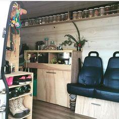 597 vind-ik-leuks, 13 reacties - Connecting Sprinter Van People (@sprintercampervans) op Instagram: 'Nifty kitchen pantry in @saltsugarsea's Sprinter Van ————— Show off your Sprinter Van! Tag…'