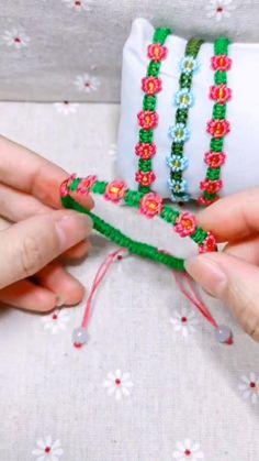 Diy Friendship Bracelets Tutorial, Diy Bracelets Easy, Friendship Bracelet Patterns, Bracelet Tutorial, Loom Bracelets, Diy Bracelets Patterns, Macrame Bracelet Patterns, Macrame Patterns, Macrame Bracelet Diy