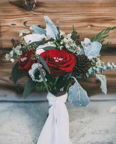 """""""Mi piace"""": 166, commenti: 6 - Wedding Wonderland (@weddingwonderlandblog) su Instagram: """"Chi  non vorrebbe essere sorpresa da un bouquet così in una location da favola con lo sfondo delle…"""""""