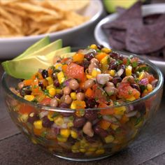 Cowboy Caviar with avocado slices tip hero Do you eat traditional black-eyed peas for luck on New Year's Eve? Then you're going to love this Cowboy Caviar recipe that serves them up in healthy style! Garam Masala, Black Eyed Peas, Appetizer Dips, Appetizer Recipes, Cold Appetizers, Party Recipes, Sin Gluten, Brie, Cilantro