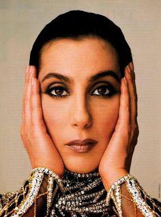 Cher for Vanity Fair, 1968 by Annie Leibovitz. She kinda looks like Kim Kardasian here. Anne Leibovitz, Annie Leibovitz Photos, Annie Leibovitz Photography, Charlotte Rampling, Twiggy, Alexa Chung, Connecticut, Divas Pop, Cher Photos